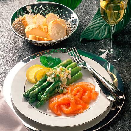 Grüner Spargel mit Ei-Vinaigrette Rezept