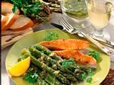 Grüner Spargel mit Lachs und lauwarmer Kräuter-Vinaigrette Rezept