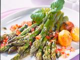 Grüner Spargel mit lauwarmer Basilikum-Vinaigrette Rezept