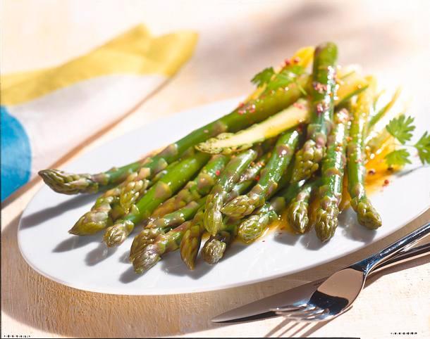 Grüner Spargel mit Senf-Vinaigrette Rezept