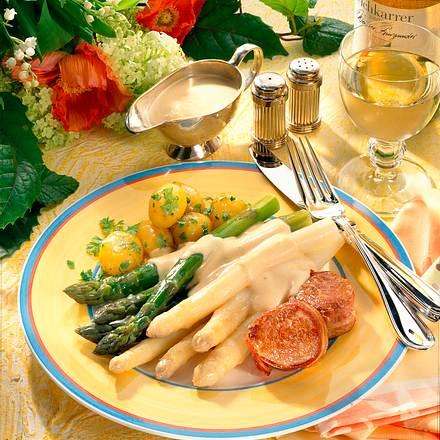 Grüner und weißer Spargel zu Filets Rezept