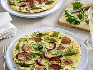 Grünes Spargel-Omelett mit Cabanossi Rezept