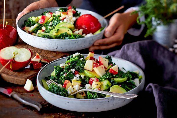 Grünkohl-Wintersalat mit Liebesapfel-Crunch Rezept