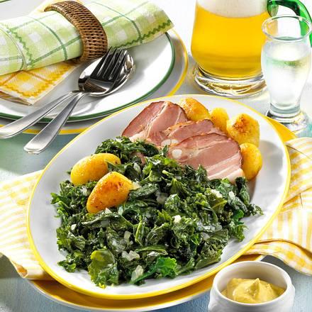 Grünkohlplatte mit Speck und Röstkartoffeln Rezept
