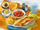 Guacamole und Tomatensalsa mit Gemüsesticks Rezept