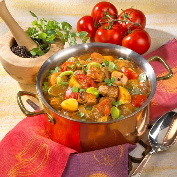Gulasch mit Tomaten und Kartoffeln Rezept