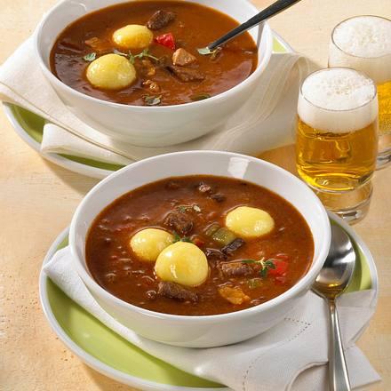 Gulaschsuppe mit Kartoffel-Klößchen Rezept