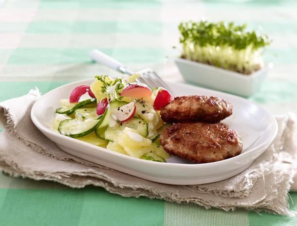 Gurken-Kartoffelsalat mit Mettfrikadellen Rezept