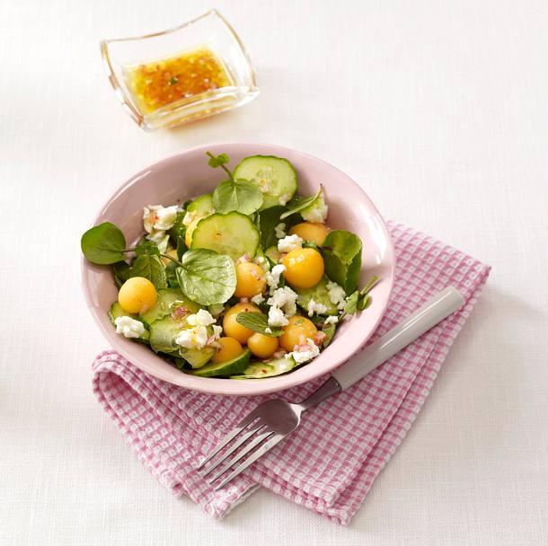 Gurken-Melonen-Salat mit Schafskäse Rezept