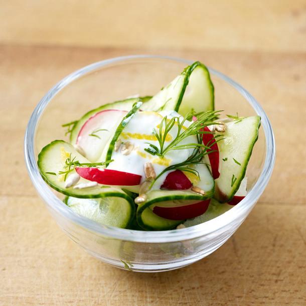 Gurkensalat mit Tomaten und Schafskäse Rezept
