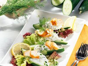 Gurkenschiffchen mit Meerrettichcreme und Stremellachs Rezept
