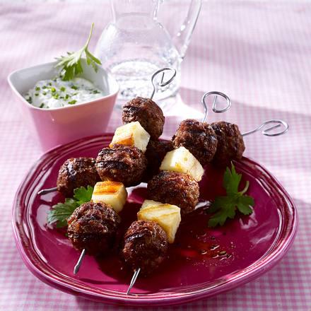 Hack-Käse-Spieße mit Kräuter-Dip Rezept