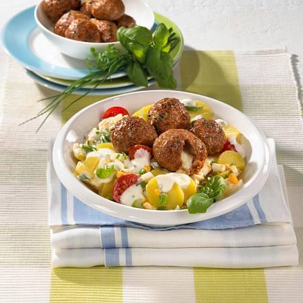 Hack-Mozzarella-Bällchen auf Kartoffelsalat Rezept