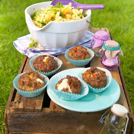 Hack-Muffins mit Schafskäse Rezept