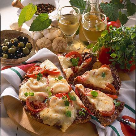 Hack-Pizza mit Mozzarella Rezept