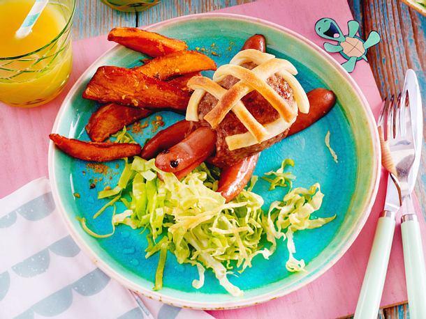 Hack-Würstchen-Schildkröten mit Salat und Süßkartoffel-Fritten Rezept