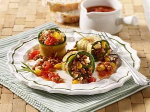 Hack-Zucchini-Röllchen mit Tomatensoße Rezept