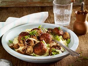 Hackbällchen auf Pilzragout mit Sellerie-Kartoffelpüree Rezept