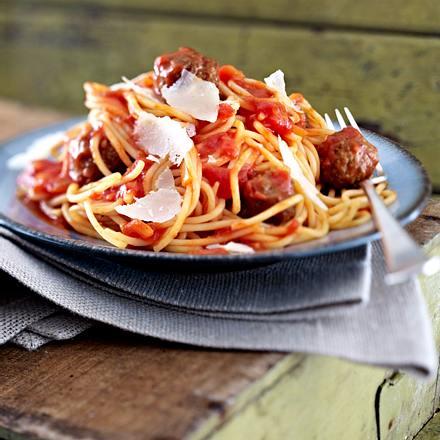 Hackbällchen in Tomatensoße zu Spaghetti Rezept