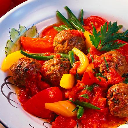 Hackbällchen-Tomatentopf Rezept