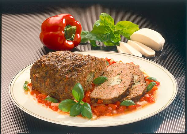 Hackbraten auf Paprika-Zwiebel-Gemüse Rezept