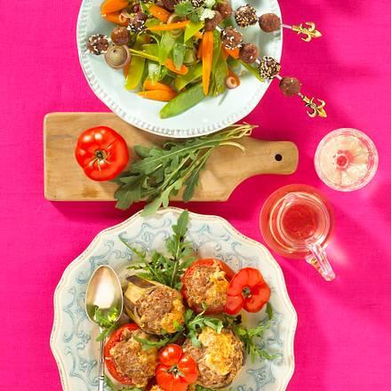 Hackspieße auf Möhren-Zuckerschoten-Salat Rezept