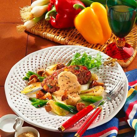 Hackspieße mit Lauchzwiebel-Pfifferling-Gemüse Rezept