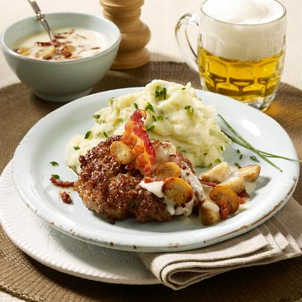 Hacksteak mit Champignon-Speck-Rahm und Kräuter-Kartoffelpüree Rezept