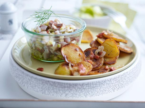 Häckerle mit Bratkartofeln und Gurkensalat Rezept