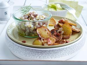 Häckerle mit Bratkartoffeln und Gurkensalat Rezept