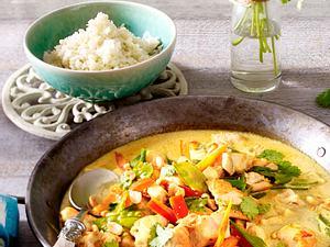 Hähnchen-Kokos-Curry mit Blumenkohlreis Rezept