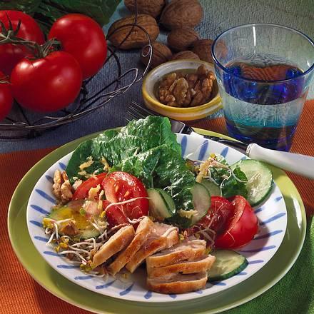 Hähnchen mit nussigem Salat Rezept