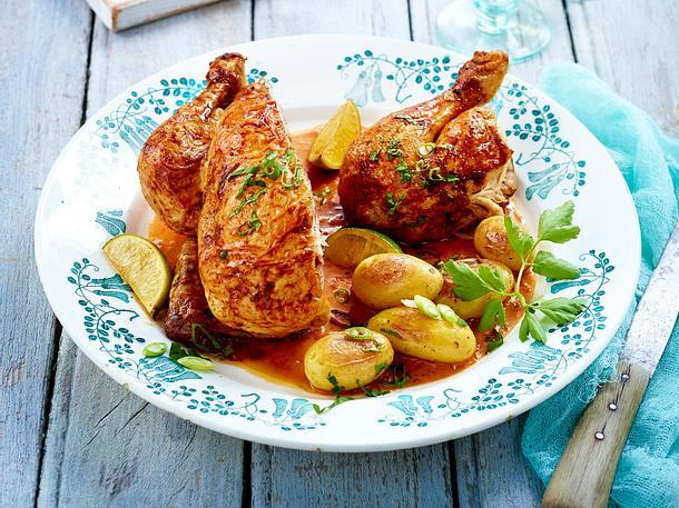 Hähnchen mit Paprika-Erdnuss-Soße zu neuen Kartoffeln Rezept