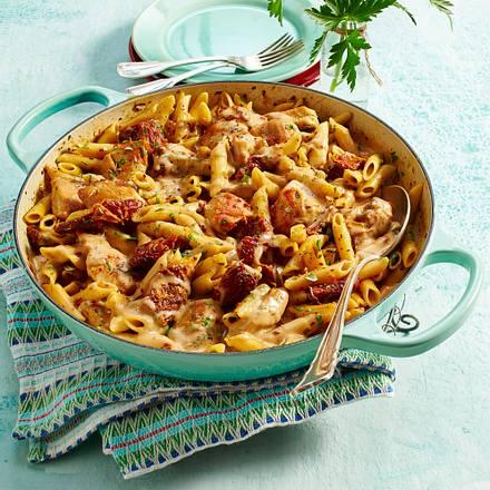 Gemeinsame Hähnchen-Mozzarella-Nudeln mit getrockneten Tomaten Rezept | LECKER #VJ_15