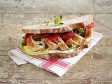 Hähnchen-Speck-Sandwich mit gerösteter Paprika Rezept