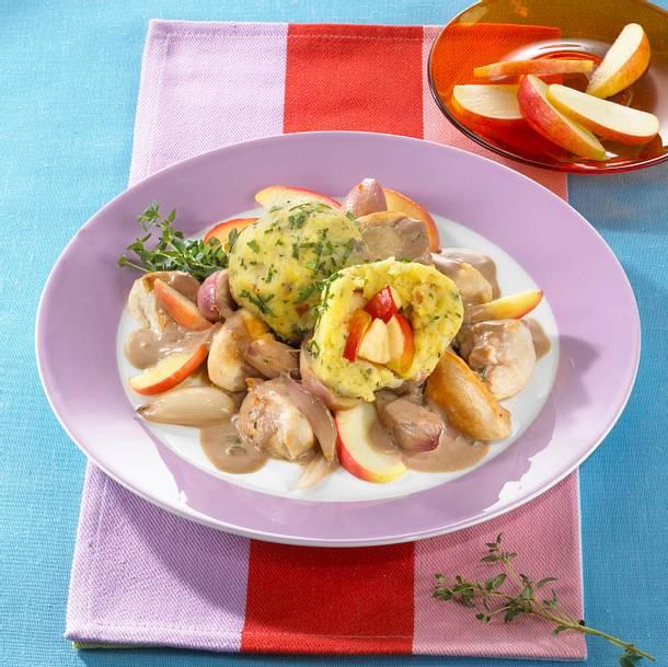 Hähnchen-Thymian-Ragout zu Speck-Zwiebel-Apfelknödel Rezept