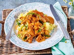 Hähnchen-Zwiebel-Rahm mit Löwenzahn-Stampf Rezept