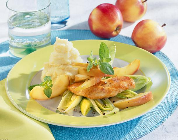Hähnchenfilet auf Apfel-Porreegemüse Rezept