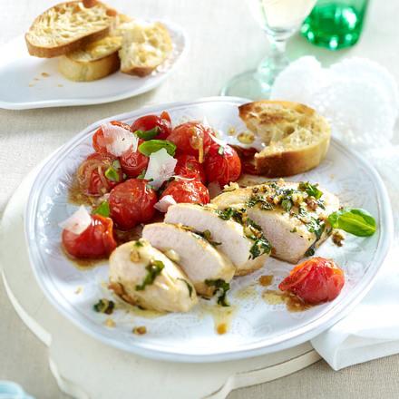 Hähnchenfilet im Kräutermantel zu geschmolzenen Kirschtomaten Rezept