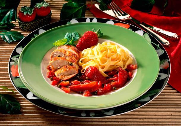 Hähnchenfilet in Erdbeer-Balsamessig-Soße und grünem Pfeffer Rezept
