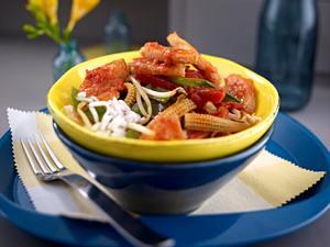 Hähnchenfilet in Tomaten-Chilisoße auf Wok-Gemüse (Hähnchenfilet wird im Text gebraten) Rezept
