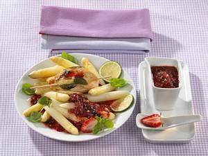 Hähnchenfilet mit Erdbeer-Relish auf Spargelsalat Rezept