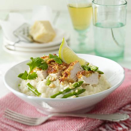 Hähnchenfilet mit Erdnuss-Koriander-Kruste auf Spargelrisotto Rezept