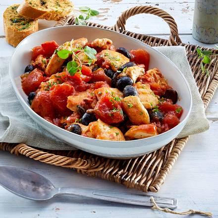 Hähnchenfilet mit geschmorten Tomaten und Oliven Rezept