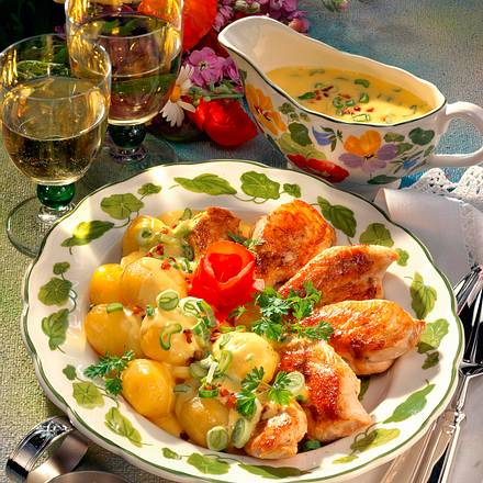 Hähnchenfilet mit Pellkartoffeln und Sauce Hollandaise Rezept