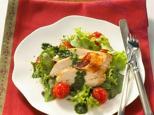 Hähnchenfilet mit Salsa Verde auf Blattsalat Rezept
