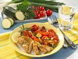 Hähnchenfilet mit Tomaten-Zucchini-Gemüse Rezept