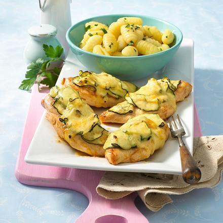 Hähnchenfilet mit Zucchini-Käse-Haube Rezept