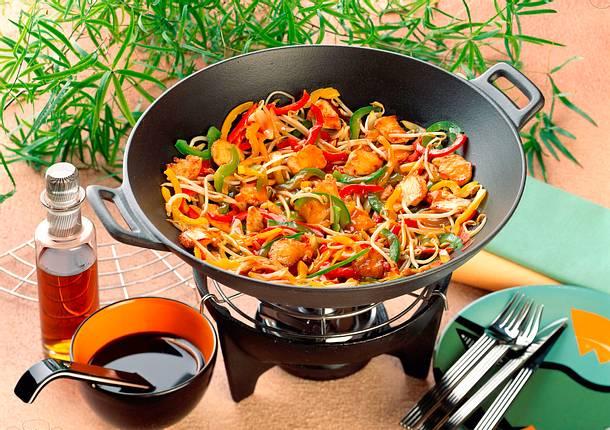 Hähnchenfleisch und knackiges Gemüse aus dem Wok Rezept