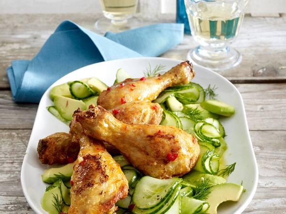Hähnchenkeulen piri-piri mit Avocado-Gurken-Salat Rezept